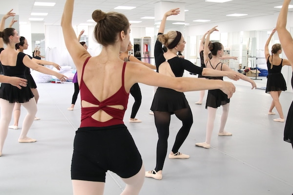 Ballet workout jumps for a fit body