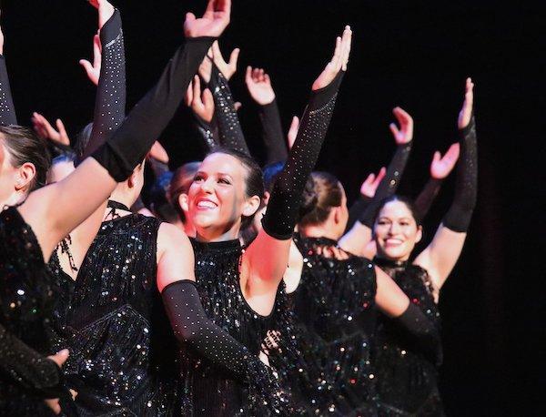 Jazzdans voor volwassenen gedanst door de leden van de balletschool